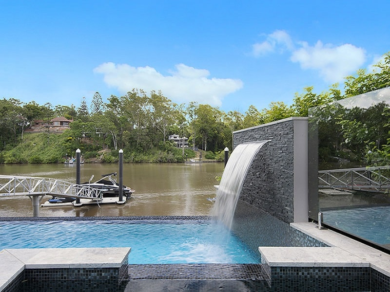 Infinity edge pool and spa designed by Citsycapes Pools