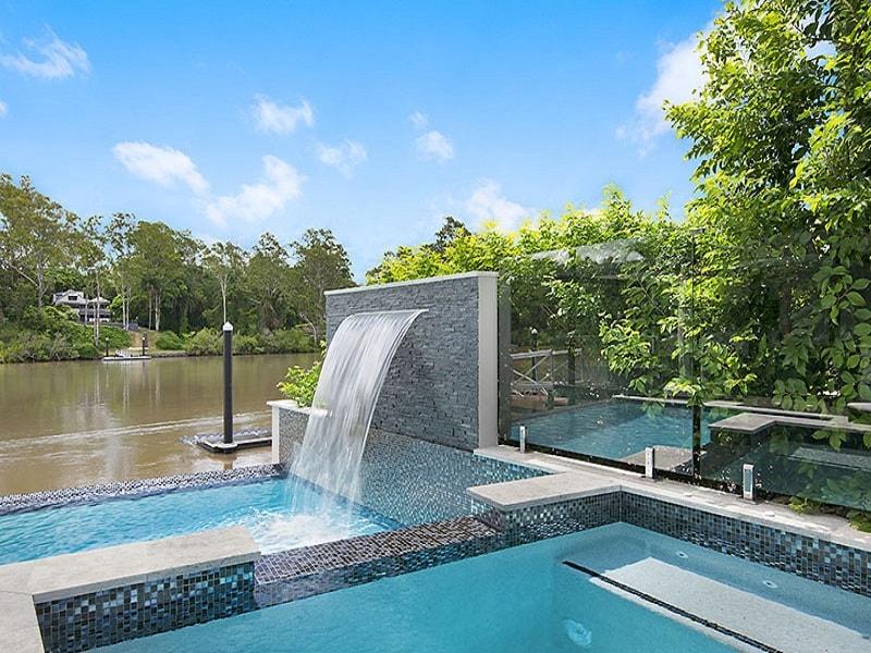 Infinity edge pool and spa design in Chelmer, Brisbane