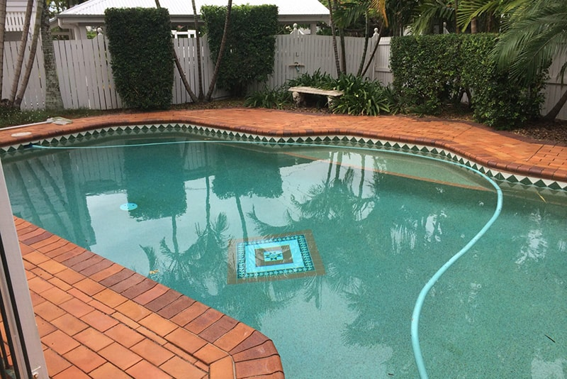 Outdated pool before pool renovation